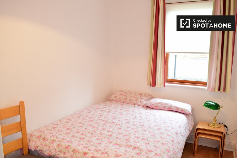 Furnished room in 2-bedroom apartment in Castleknock, Dublin