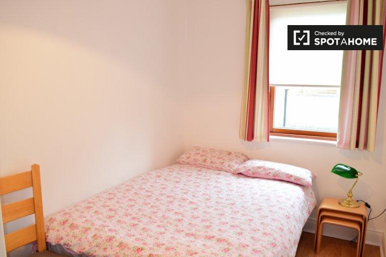 Quarto mobiliado em apartamento de 2 quartos em Castleknock, Dublin