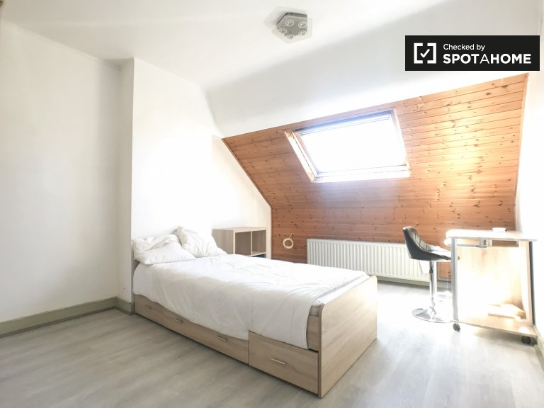 Chambre confortable dans un appartement de 2 chambres à Anderlecht, Bruxelles