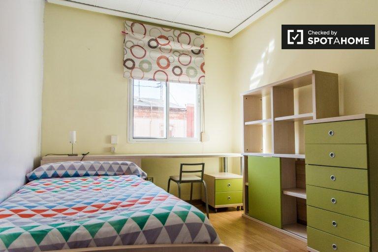 Quarto para alugar em apartamento de 3 quartos, Benicalap, Valencia