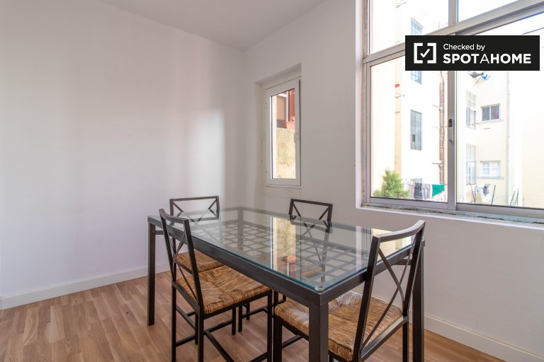Cozy 2-bedroom apartment for rent  in Arroios, Lisbon