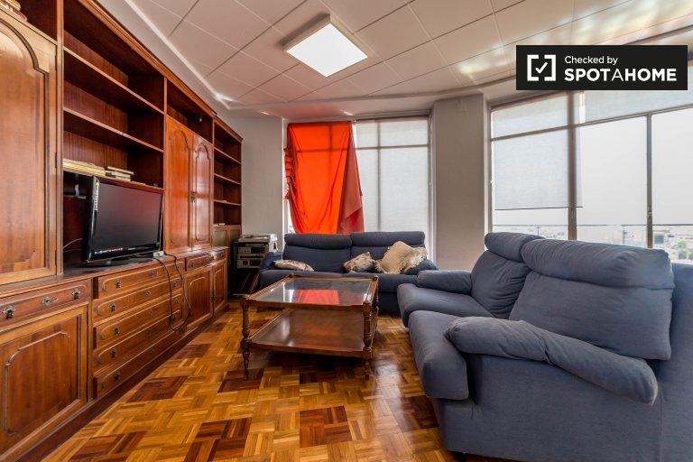 Przestronny apartament z 4 sypialniami w Ciutat Vella w Walencji