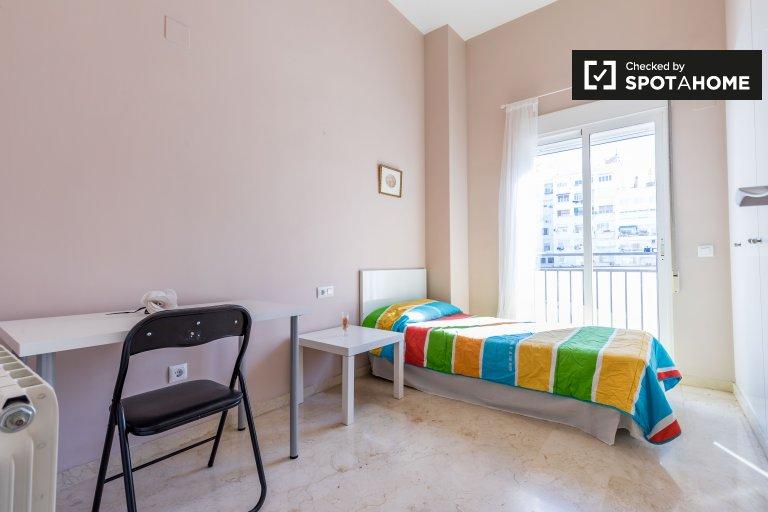 Pokój do wynajęcia w apartamencie z 3 sypialniami, L'Eixample, Valencia