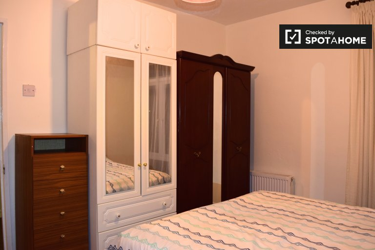 Double Bed in Rooms to rent in a furnished 3-bedroom house in Baldoyle