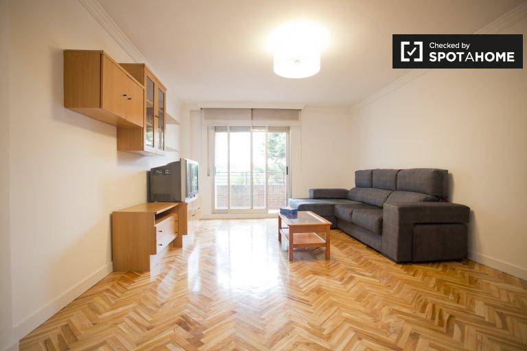Apartamento de 4 quartos para alugar em San Blas, Madrid