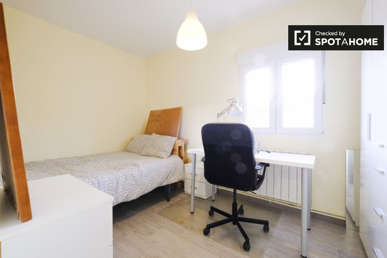 Spacious room in shared apartment in Getafe, Madrid