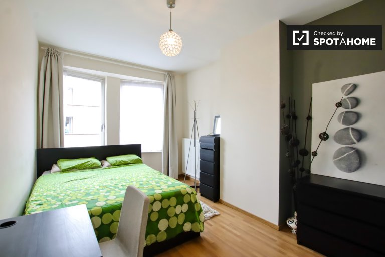 Room for rent in 5-bedroom house in Schaerbeek, Brussels
