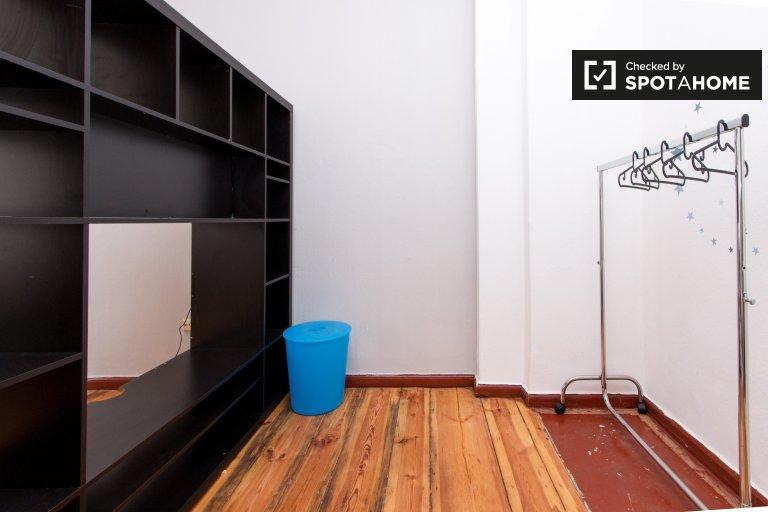 Room in 2-bedroom apartment for rent in Charlottenburg