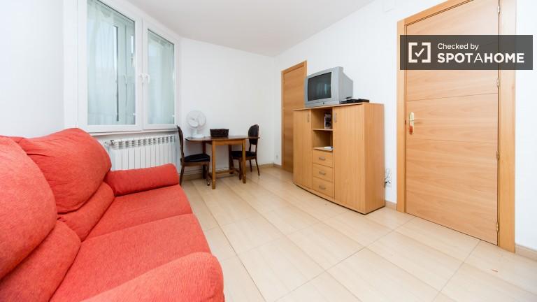 Apartamento de tres dormitorios en excelente ubicación, Madrid.