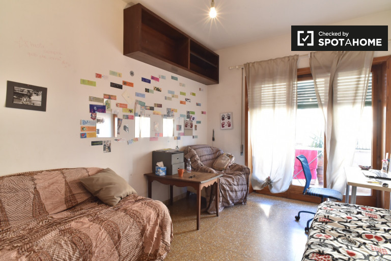 Furnished room in apartment in San Lorenzo, Rome