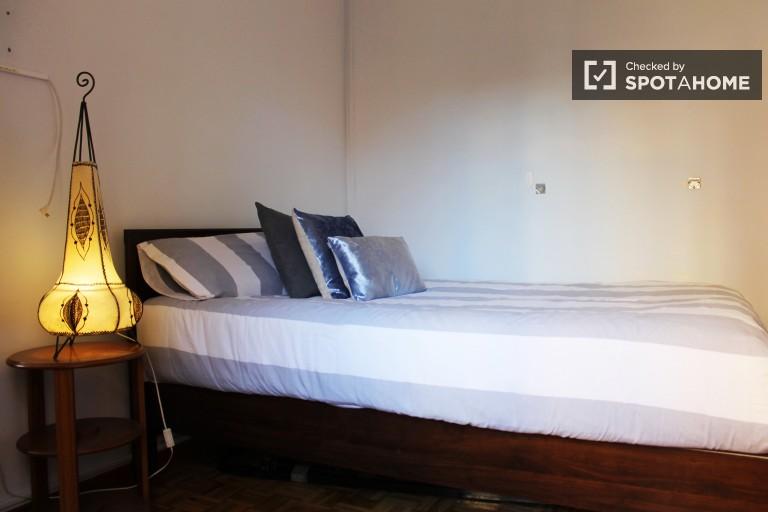 Habitación luminosa en el apartamento, Sarrià-Sant Gervasi, Barcelona