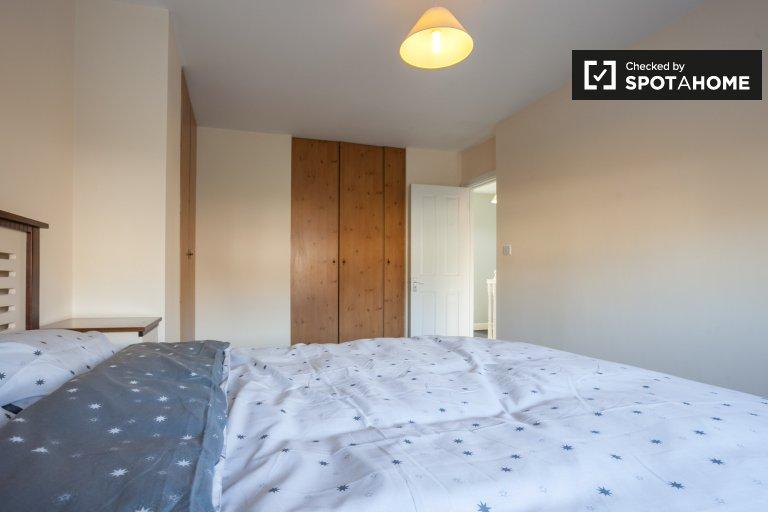 Chambre spacieuse dans un appartement de 3 chambres à Buzzardstown, Dublin