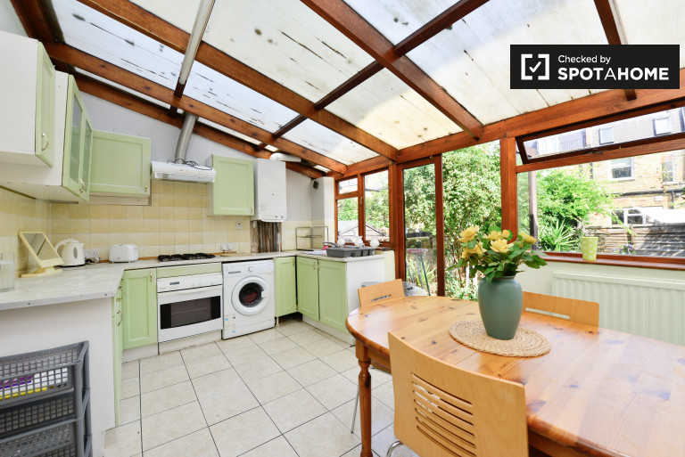 Bright and spacious 4-bedroom house to rent in Fulham
