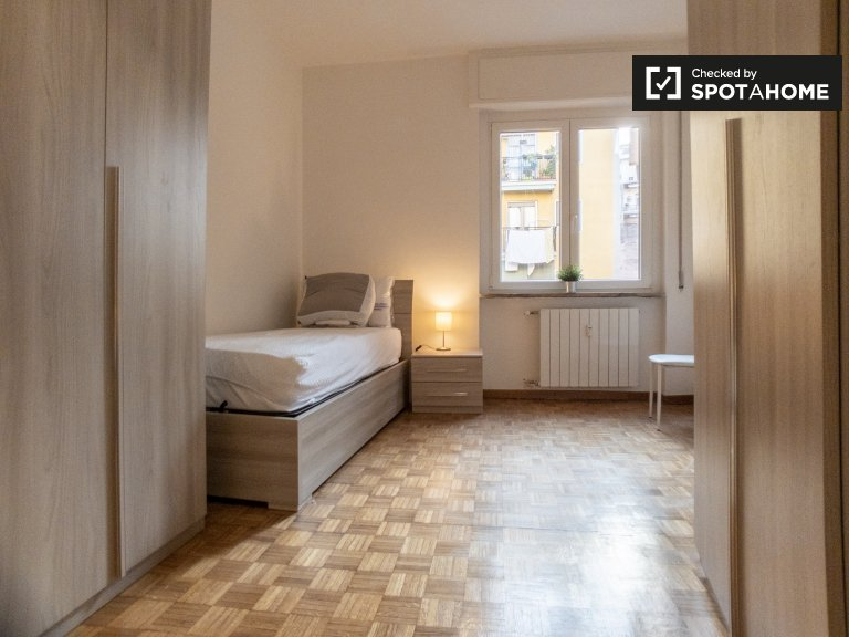 Bright room for rent in Loreto, Milan