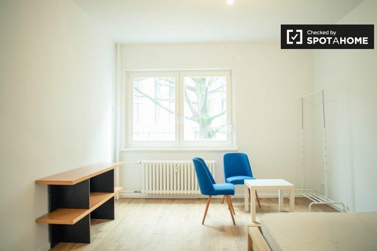 Pokój do wynajęcia w apartamencie 3 sypialnie w Kreuzberg