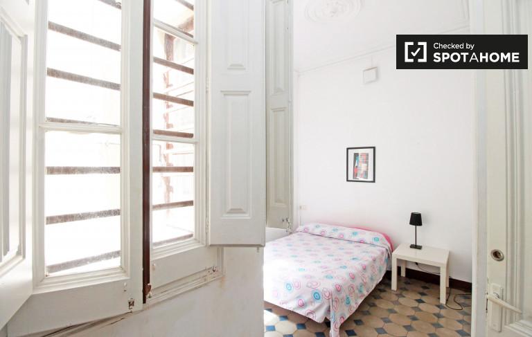 Wyposażony pokój we wspólnym mieszkaniu w Eixample, Barcelona