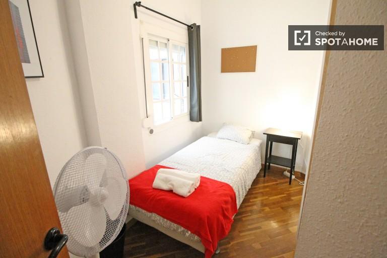 4 odalı bir dairede, Eixample, Barcelona'da rahat oda