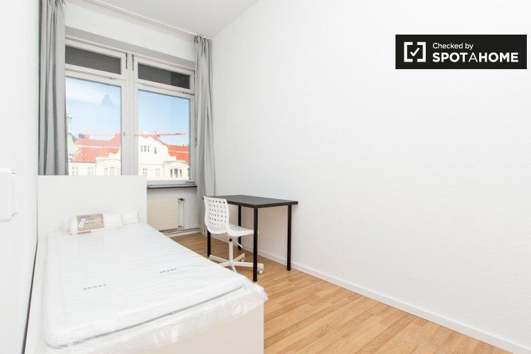 Jasny pokój do wynajęcia, 4-pokojowe mieszkanie, Charlottenburg