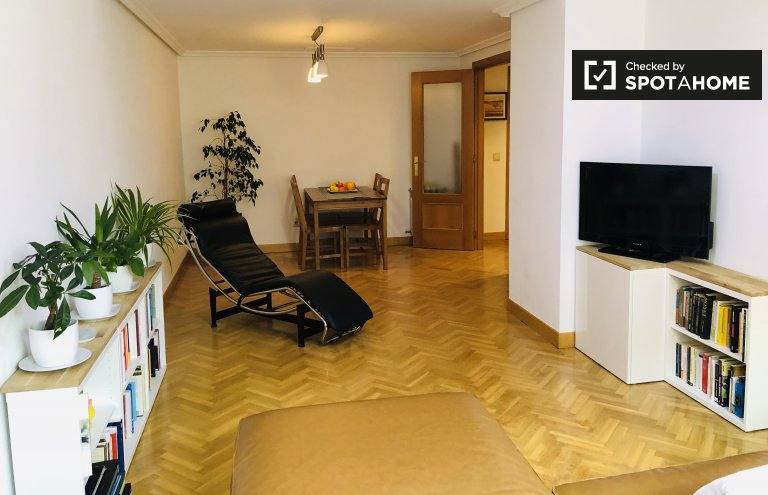 Ładny pokój do wynajęcia w Príncipe Pío, Madryt