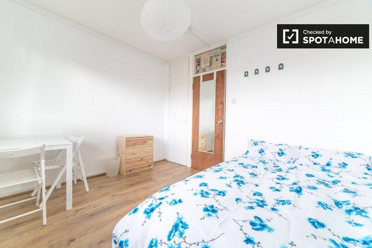 Tower Hamlets'de 3 yatak odalı dairede kiralık oda