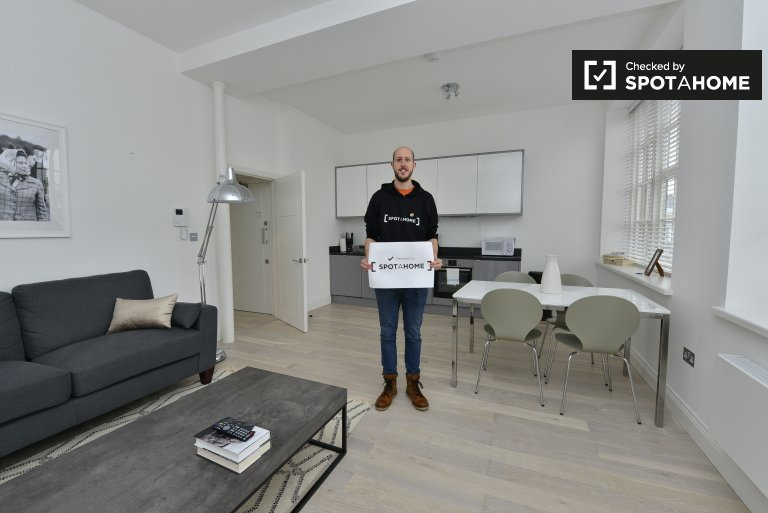 Sleek 1-bedroom flat to rent in Camden, London