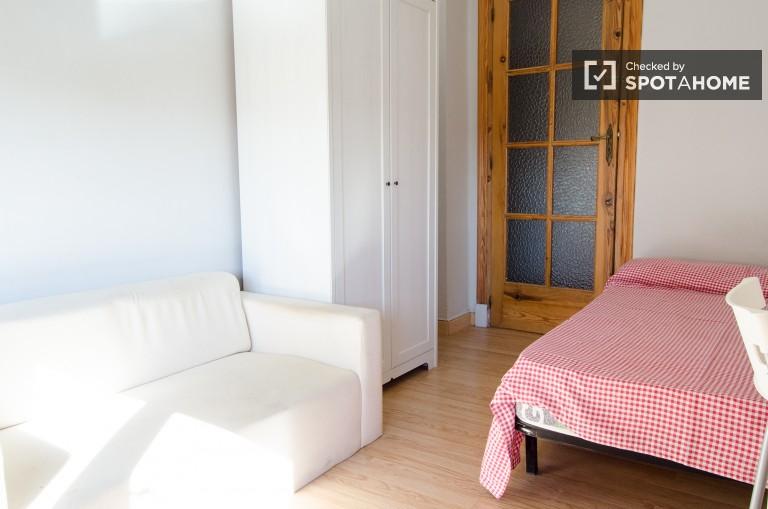 Erschwingliche eingerichtete Zimmer zu vermieten in Valencia