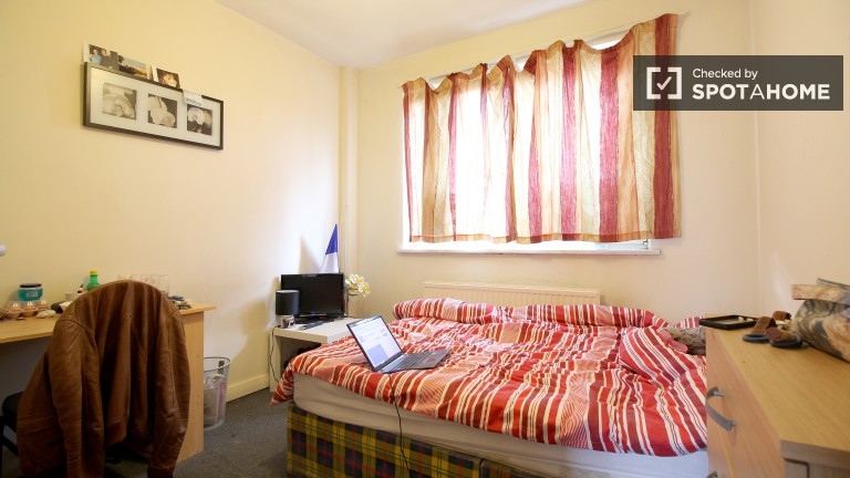 Bedroom 5 with Double Bed and TV