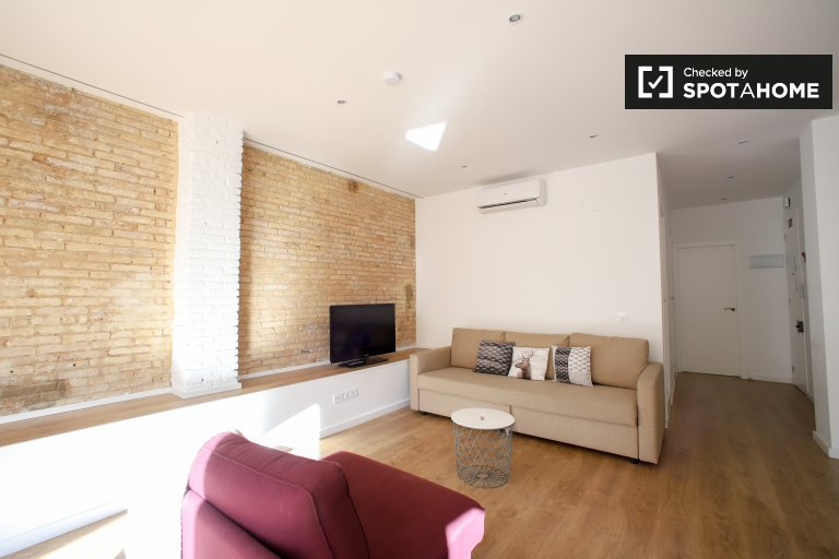 Chic 2-bedroom apartment for rent in Extramurs