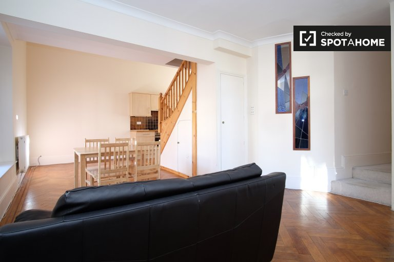 2-bedroom apartment to rent in Swiss Cottage