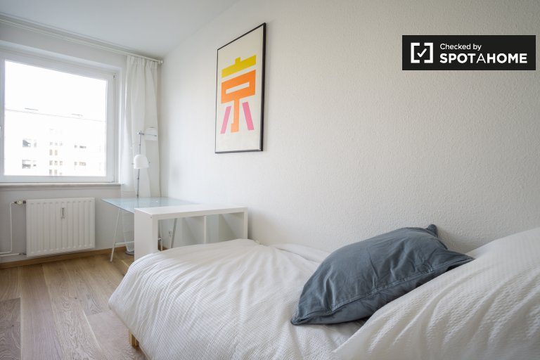 Sunny room in shared apartment in Treptow-Köpenick, Berlin