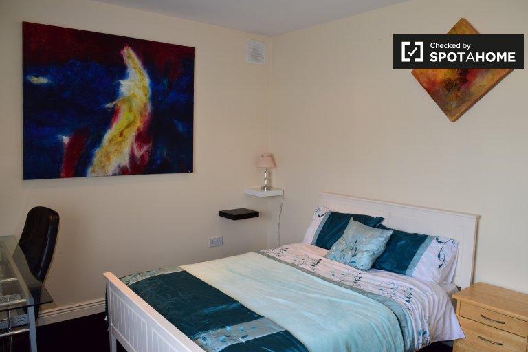 Luminosa camera in appartamento con 4 camere da letto a Swords, Dublino
