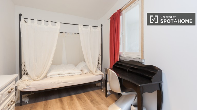 Bright room in 5-bedroom apartment in Ixelles, Brussels