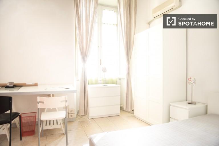 Chambre spacieuse dans un appartement à Parioli, Rome