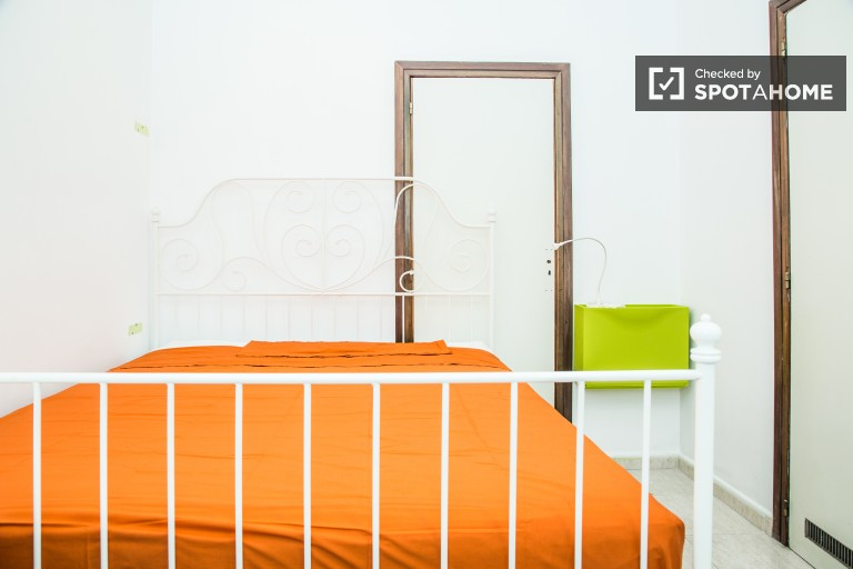 Double Bed in 7 rooms for rent - Eixample Esquerra, Barcelona