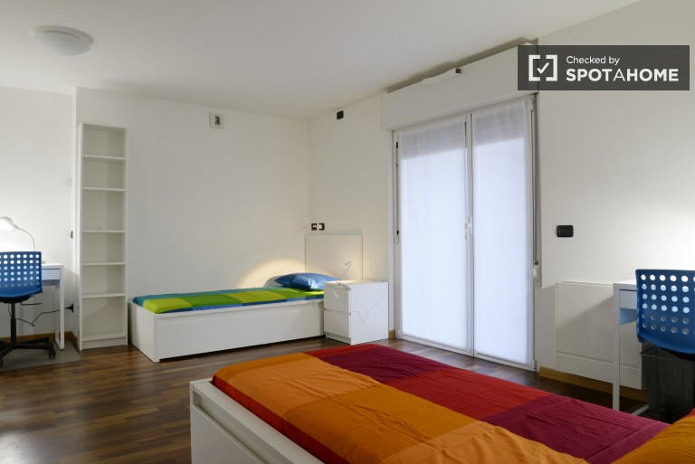 Furnished room in 3-bedroom apartment in Bicocca, Milan