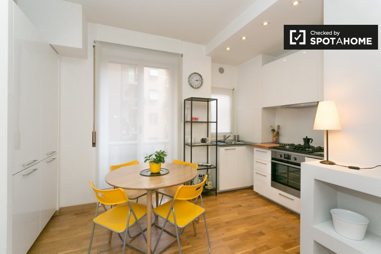 Cozy And Sunny Apartment In Central Milan  Available 1 Agosto 2019