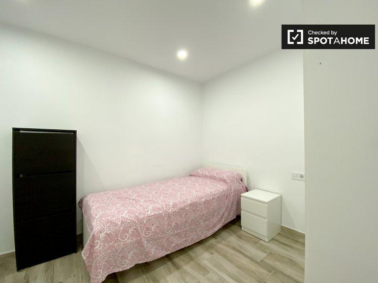 Chambre à louer dans un appartement de 3 chambres à L'Olivereta
