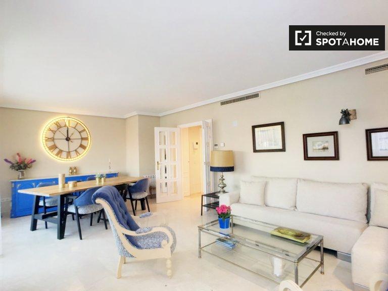 Apartamento de 3 quartos brilhante para alugar em Aravaca, Madrid