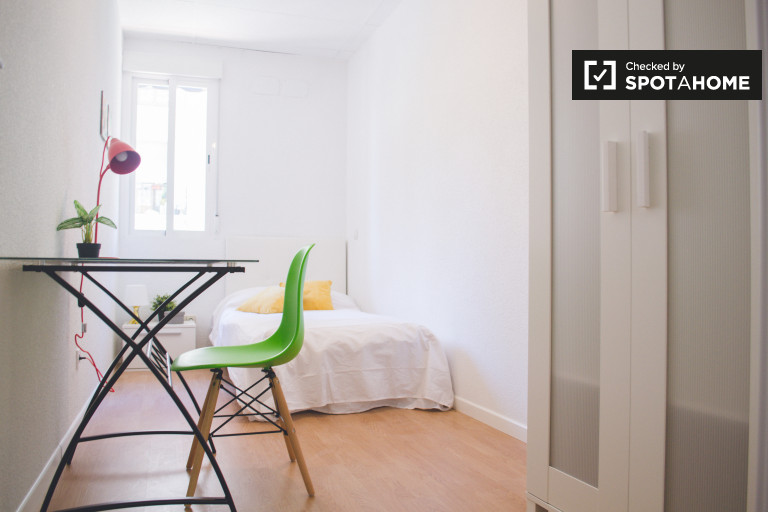Single Bed in Rooms for rent in renovated 16-bedroom apartment in Malasaña