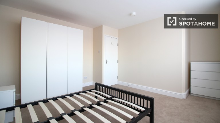 Bedroom 5 with King Bed