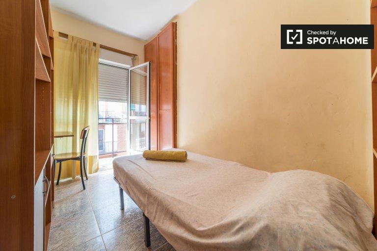 Stanza in affitto in appartamento con 3 camere da letto a La Saïdia Valencia