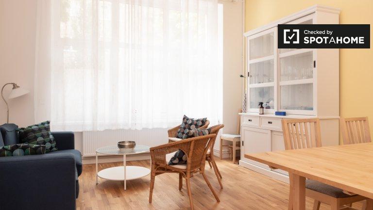 Neukölln, Berlin'de kiralık 2 yatak odalı sessiz daire