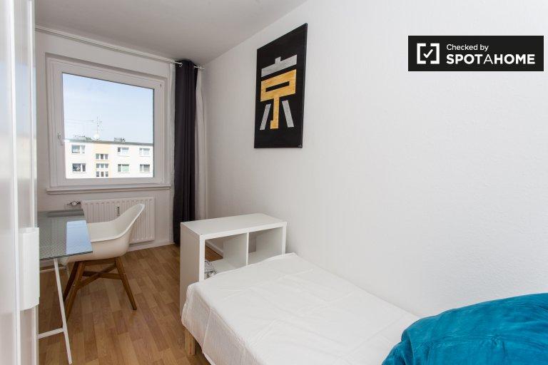 Quarto para alugar em apartamento com 4 quartos em Treptow