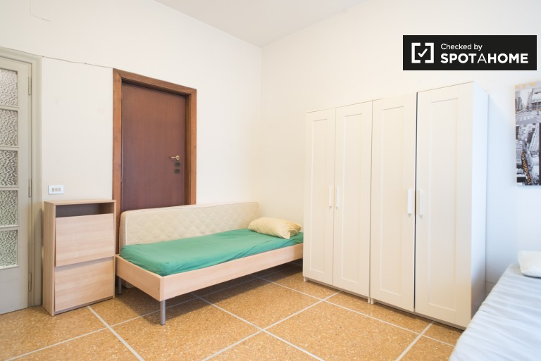 Spacious room in 4-bedroom apartment in Trieste, Rome