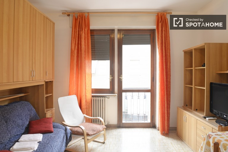 Double Bed in Rooms with ensuite bathrooms and kitchen available in residence hall, 5 minutes from metro station