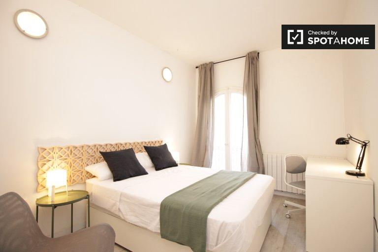 Quarto espaçoso em apartamento de 6 quartos em Eixample Dreta