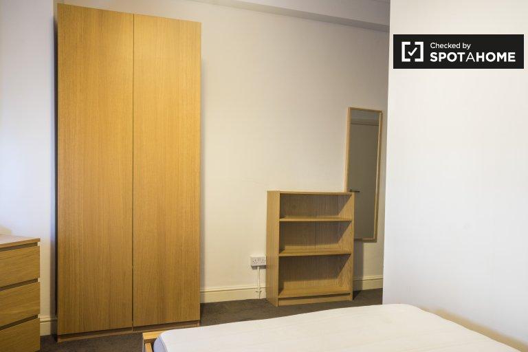 Habitación para alquilar, residencia de 6 dormitorios en piso compartido, Kilburn, Londres