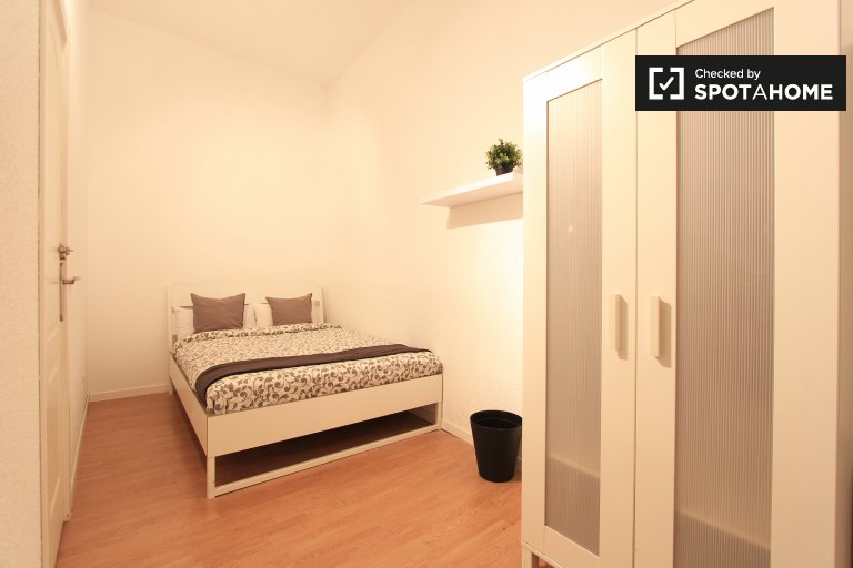 Bedroom 9 - Double bed, interior
