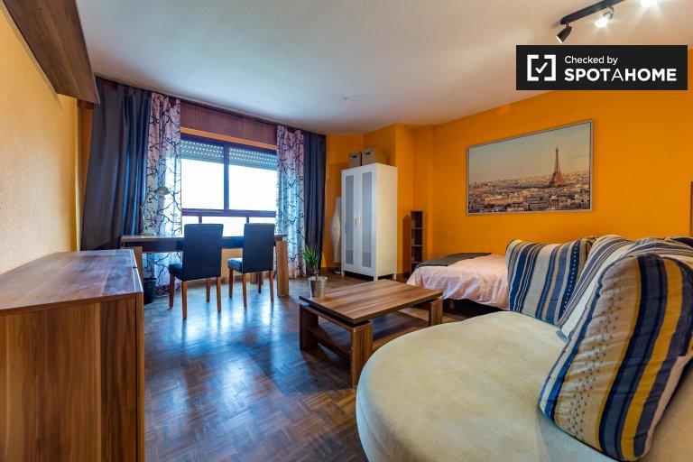 Helles Zimmer in einer 4-Zimmer-Wohnung in Algirós, Valencia
