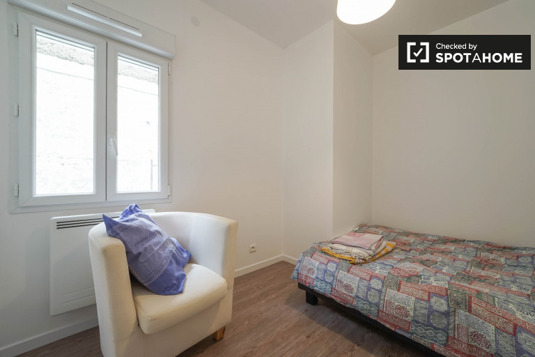 Double Bed in Double bedrooms to rent in bright and modern 4-bedroom apartment in Paris, 13